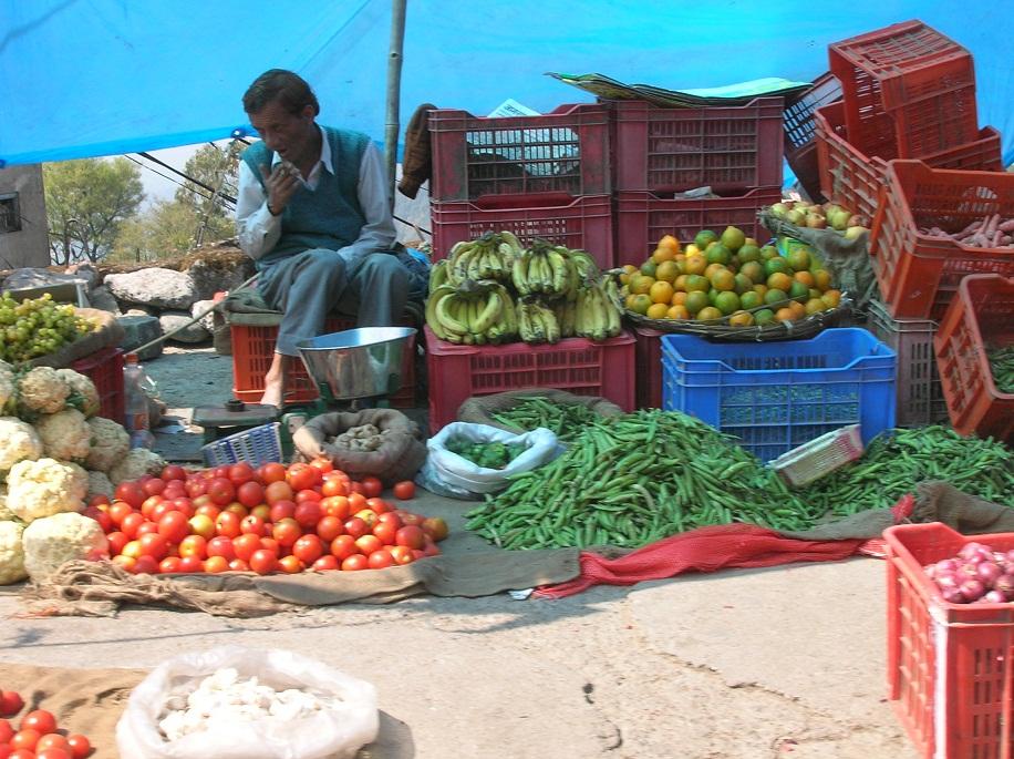 Dharmsala produce market2