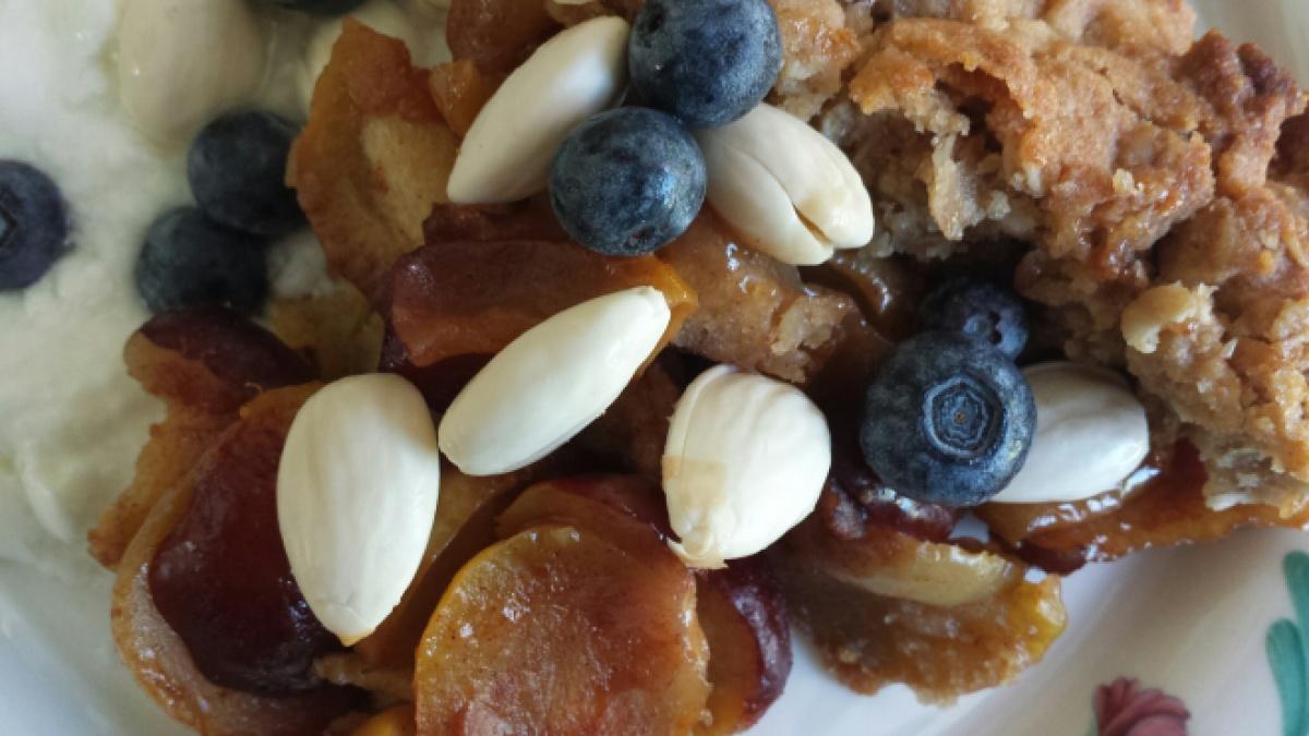 Jujube Crisp w Almonds closeup